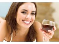 Khoa học chứng minh phụ nữ uống rượu vang đỏ dễ có con hơn?